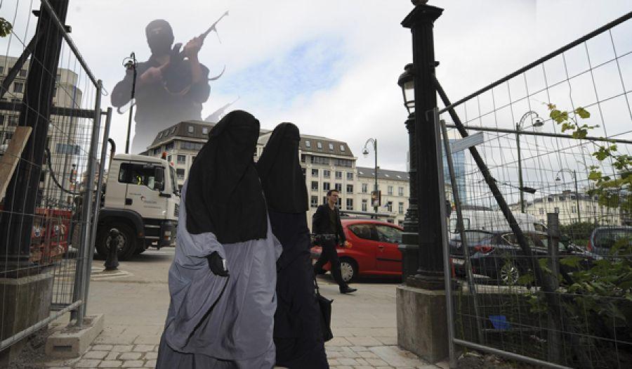 ماذا وراء تعالي الأصوات في الغرب للتضييق على المسلمين هناك؟
