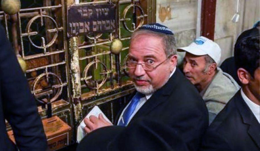 ليبرمان يقتحم المسجد الإبراهيمي في الخليل