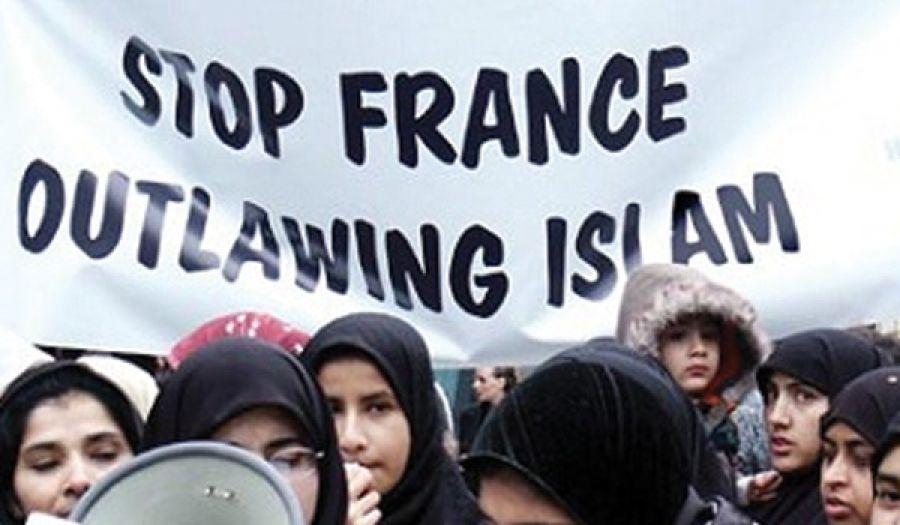 النساء المسلمات: الأهداف الأولى لموجة كراهية الإسلام ما بعد هجمات باريس (مترجم)