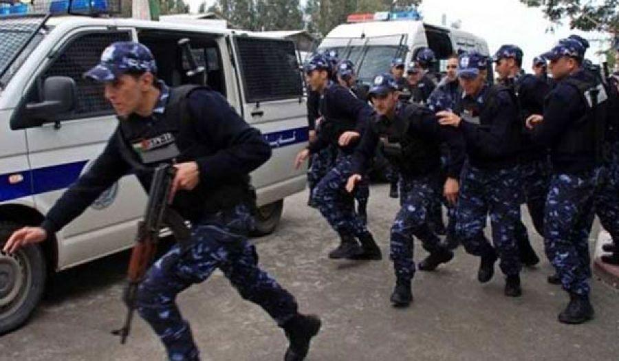 أجهزة أمن السلطة الفلسطينية  تستنفر قواتها لإزالة راية رسول الله من أمام أحد المحلات في الظاهرية