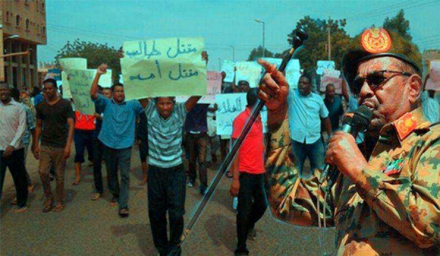الحراك الثوري في السودان وإجراءات البشير والتدخلات الأمريكية