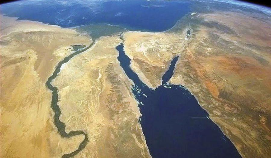 ماذا يعني الساحل الشرقي من البحر الأحمر لبريطانيا؟