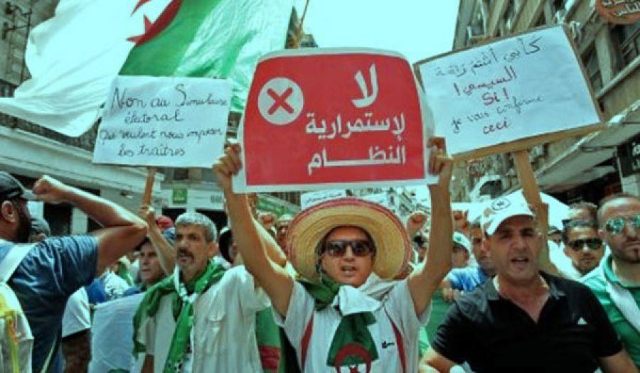 أهل الجزائر يهددون بالعصيان المدني بسبب عناد النظام