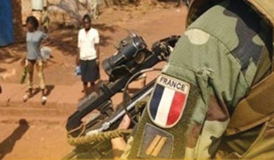 من ثمار الحضارة الغربية: جنود فرنسيون يغتصبون الأطفال  مستغلين حاجتهم للغذاء والإيواء