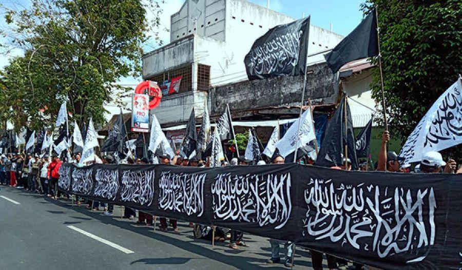 حزب التحرير/ إندونيسيا: الدعوة إلى الهجرة للشريعة الإسلامية  ورفرفة الراية واللواء في 50 مدينة