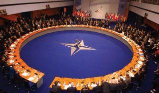 مضاعفة الحشود الأطلسية على حدود روسيا رداً على التمدّد العسكري الروسي