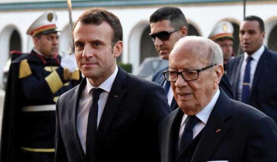 ماكرون في تونس يلعب دور الوصاية: بين آمال السلطة والغضب الشعبي