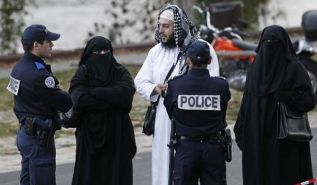 (قَدْ بَدَتِ الْبَغْضَاءُ مِنْ أَفْوَاهِهِمْ وَمَا تُخْفِي صُدُورُهُمْ أَكْبَرُ)   رئيس بلدية يطالب بحظر الإسلام في فرنسا