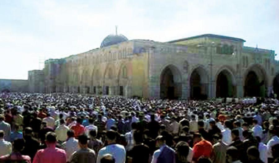 توافد مئات الآلاف من أهل فلسطين للصلاة في المسجد الأقصى  خير دليل على تمسكهم بإسلامهم ومقدساتهم