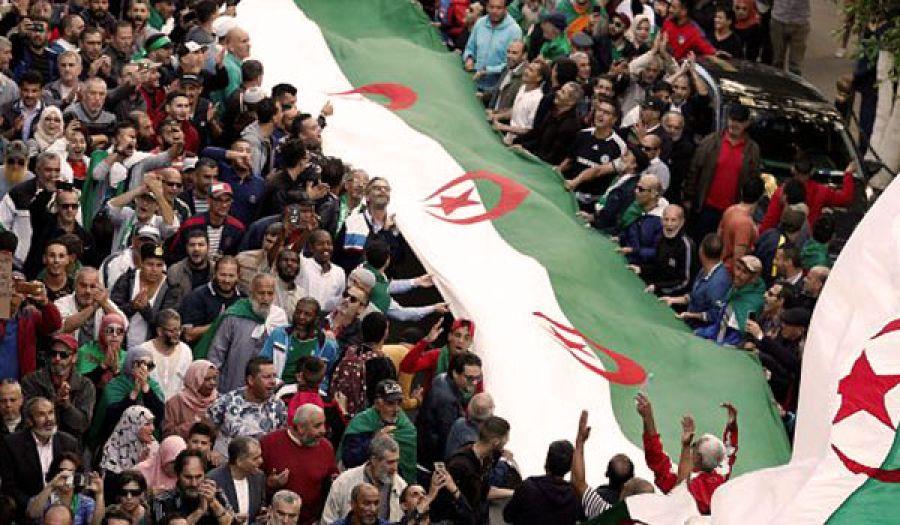 مظاهرات حاشدة في الجزائر  رفضا لإجراء انتخابات رئاسية عشية انتهاء مهلة الترشح