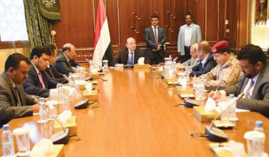 المجلس الانتقالي وحكومة هادي يضاعفون معاناة أهل اليمن  للحصول على مكاسب سياسية رخيصة